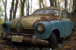 image of old rusting car, to illustrate the mechanical view we have of our bodies